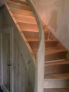 Die Treppe wurde abgeschliffen.
